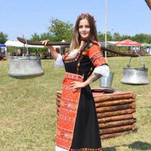 Женска носия от Дупница